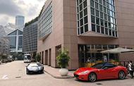 ホテルとスポーツカー